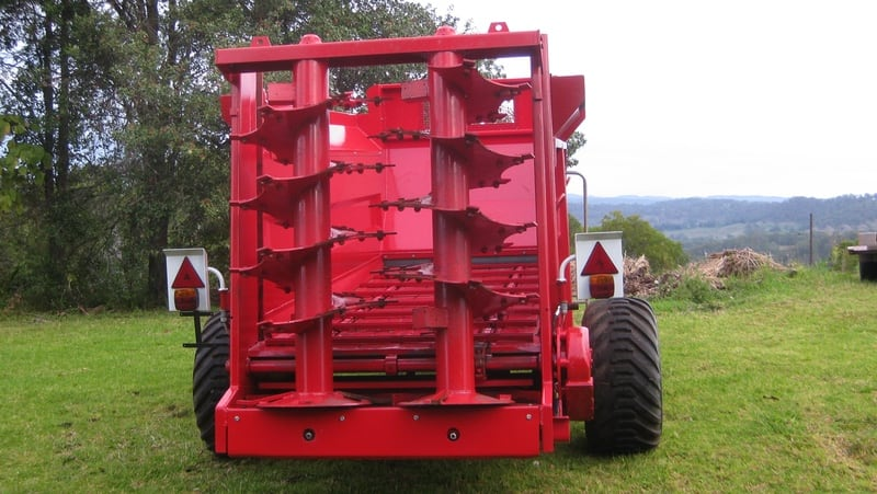 With twin vertical rear beaters, the M60 can easily deliver compost or manure over a wide area. Available with 7m3 capacity.